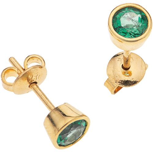 "PAIR OF STUD EARRINGS WITH EMERALDS IN 18K YELLOW GOLD with 2 round cut emeralds ~0.50 ct. Weight: 1.5 g. Diameter: 0.19"" (0.5 cm)"