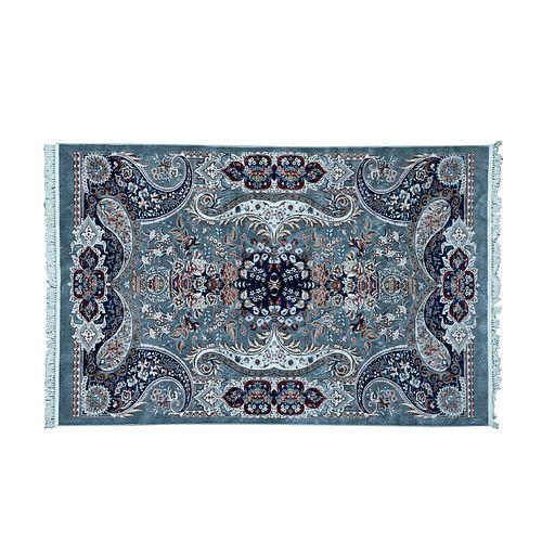 Tapete. Turquía. SXXI. Elaborado en fibras de dralón ensedado. Decorado con elementos vegetales, florales y orgánicos. 295 x 190 cm