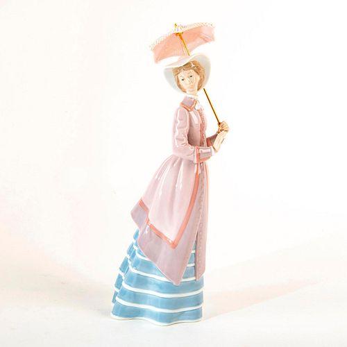 Parisian Lady 1005321 - Lladro Porcelain Figure