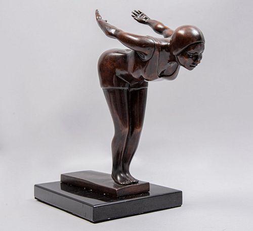 ARIADNE OROZCO Clavadista Fundición en bronce patinado con base de mármol negro 24 cm de altura