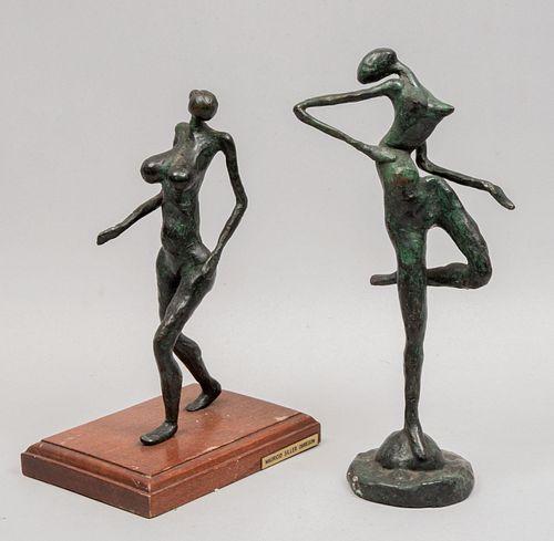 MAURICIO SILLER OBREGÓN. Lote de 2 esculturas. Figuras femeninas. Una firmadas y otra con placa y base de madera. Fundición en bronce.