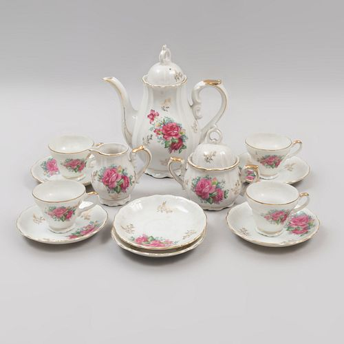 Juego abierto de té. Japón. Siglo XX. Elaborado en porcelana Royal Crown. No. serie 1147