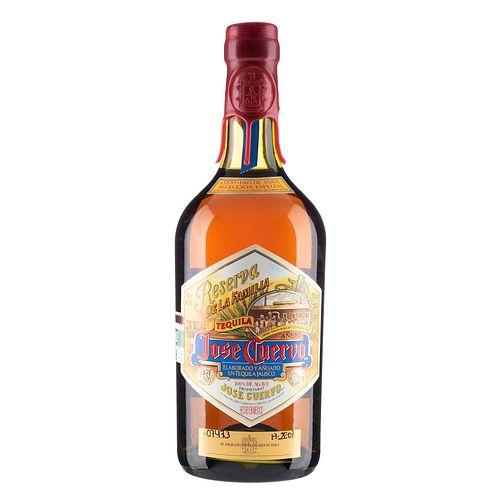 José Cuervo Reserva de la Familia. Tequila añejo. 100% agave. Tequila, Jalisco. En presentación de 750 ml.
