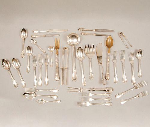 Servicio abierto de cubiertos. Francia, Ca. 1888 -1920. Marca Christofle. Elaborados en metal plateado. Sellados.