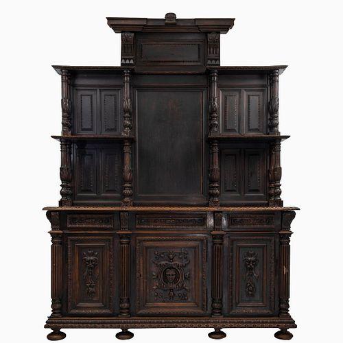 Buffet. Francia. Siglo XX. Estilo Enrique II. En talla de madera de nogal. Con 3 cajones, entrepaños y 3 puertas. 283 x 211 x 61 cm