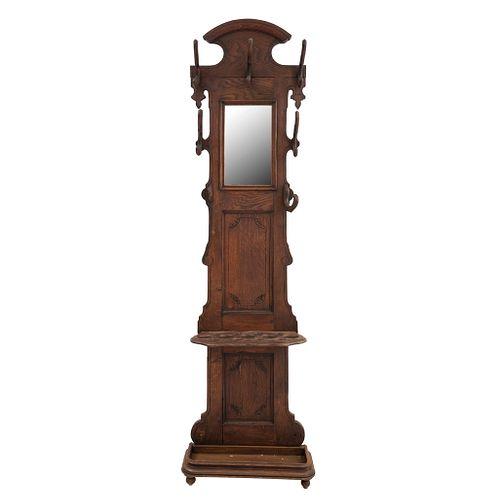 Perchero-Paragüero. Francia. SXX. En talla de madera de roble. Con espejo de lunarectangular y 6 perchas. 210 x 59 x 21 cm