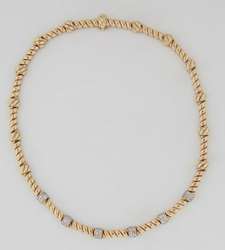 18K White and Yellow Gold Link Choker, each of the 19 twisted links separated by 19 circular bead spacers, the central six spacers of white gold mount