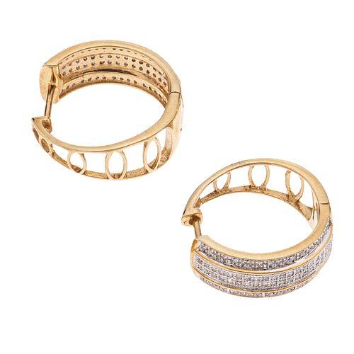 Par de arracadas con diamantes en oro amarillo de 10k. 156 diamantes corte 8 x 8. 0.40 ct. Peso: 6.0 g.