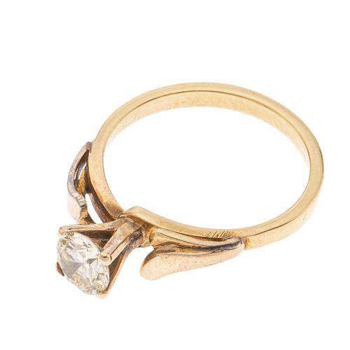 Solitario con diamante en oro de 14k. 1 diamante corte brillante. Color k. Claridad SI2. 0.54 ct. Talla: 5. Peso: 2.9 g.