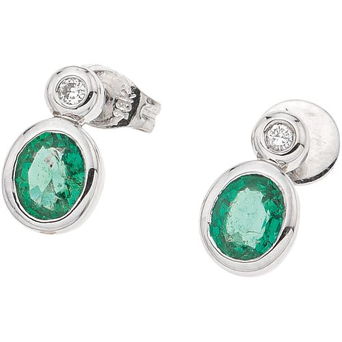 PAIR OF STUD EARRINGS WITH EMERALDS AND DIAMONDS IN 18K AND 14K WHITE GOLD 2 oval cut emeralds~0.50ct and 2 Brilliant cut diamonds