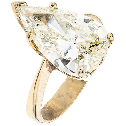 SOLITAIRE RING WITH DIAMOND IN 18K WHITE GOLD 1 Pear cut diamond ~4.70 ct Clarity: SI1-SI2. Weight: 5.6 g. Size: 5 ½