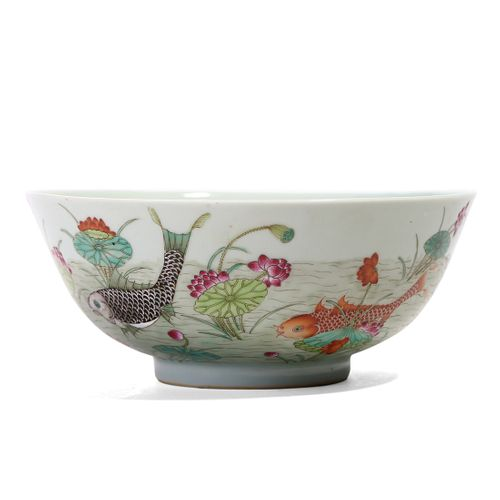 A CHINESE FAMILLE ROSE FLOWERS BOWL