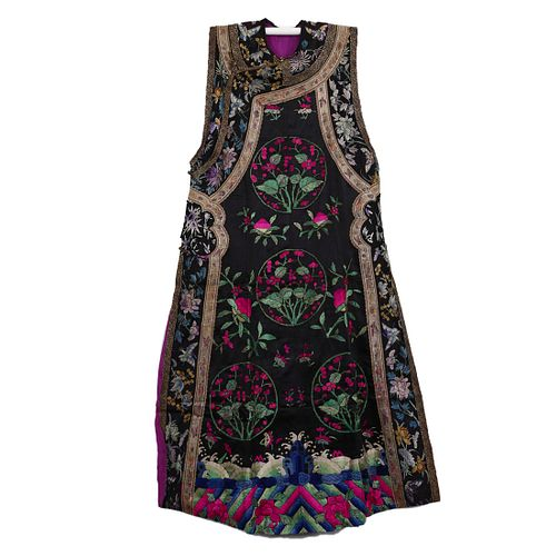 A BLACK-GROUND EMBROIDERED FLOWERS CHINESE WAISTCOAT