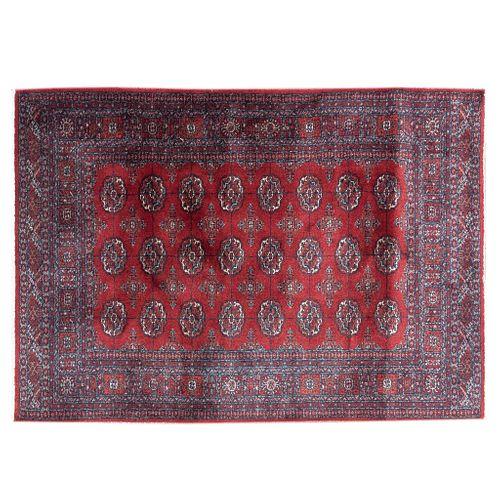 Tapete. Siglo XX. Estilo bokhara. Elaborado en fibras sintéticas. Decorado con motivos geométricos sobre fondo carmín.
