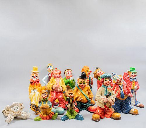 Colección de payasos. Siglo XX. Elaborados en papel maché. En diferentes tamaños y colores.