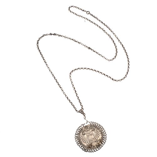 Collar y medalla M-Theresia. D. G. en plata .925. Peso: 49.7 g.