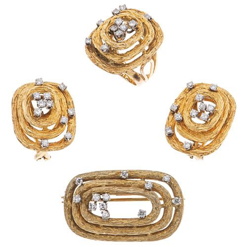 SET OF PENDANT / BROOCH, RING AND PAIR OF EARRINGS WITH DIAMONDS IN 10K AND 12K YELLOW GOLD 45 Brilliant cut diamonds