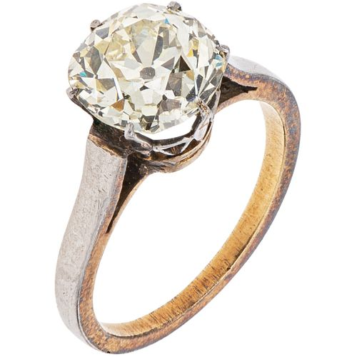 RING WITH DIAMOND IN WHITE AND YELLOW 18K GOLD 1 Antique cut diamond ~2.20 ct Clarity: SI2 - I1. Weight: 4.1 g. Size: 6 ½