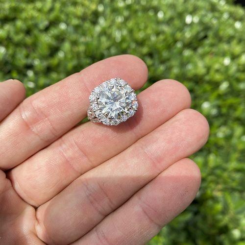 7.01ct Diamond and 18K Ring