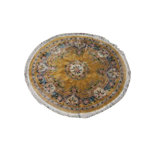 Tapete. China. SXX. Estilo Abousson. Diseño circular. Elaborada en fibras de lana y algodón.  280 cm diámetro