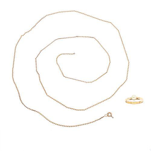 Collar y anillo con perla en oro amarillo de 8k y 14k. 1 perla cultivada de 3 mm. Talla: 5. Peso: 4.8 g. Collar roto.