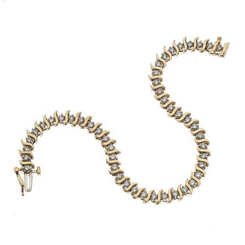 Pulsera con diamantes en oro amarillo de 14k. 46 diamantes corte 8 x 8. 1.84 ct. Peso: 9.3 g.