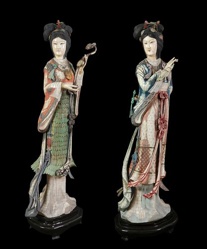 Ladies couple. China, first third century XX Ivory. Wooden bases. Unique pieces.