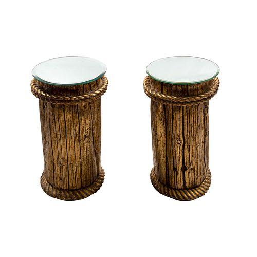 Par de pedestales. SXX. Elaborados en cerámica. Con cubiertas de lunas circulares biseladas. Fustes a manera de troncos. 63 x 33 cm