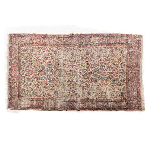 Tapete. Persia, SXX. Estilo Mashad. Elaborado en fibras de lana y algodón. 292 x 200 cm