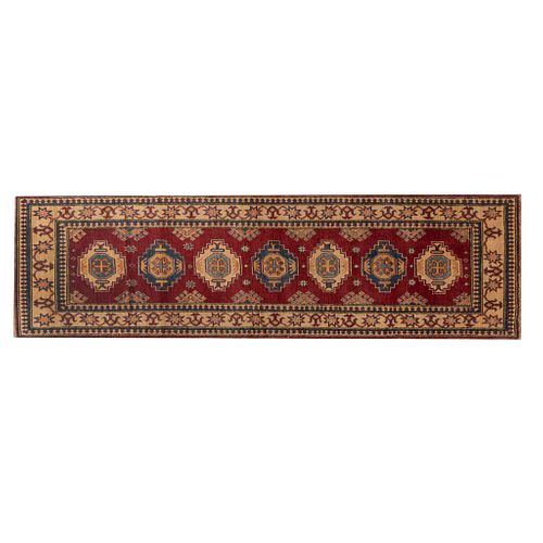 Tapete de pasillo. SXX. Estilo Kazak. Anudado a mano en fibras de lana. Decorado con elementos geométricos y florales. 292 x 84 cm