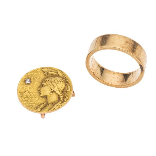 Argolla y prendedor con diamante en oro amarillo de 14k. 1 diamante corte 8 x 8. Talla: 6. Peso: 12.0 g.