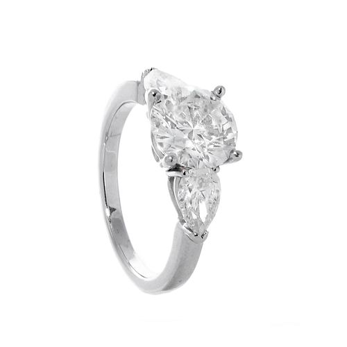 Solitaire ring in platinum.