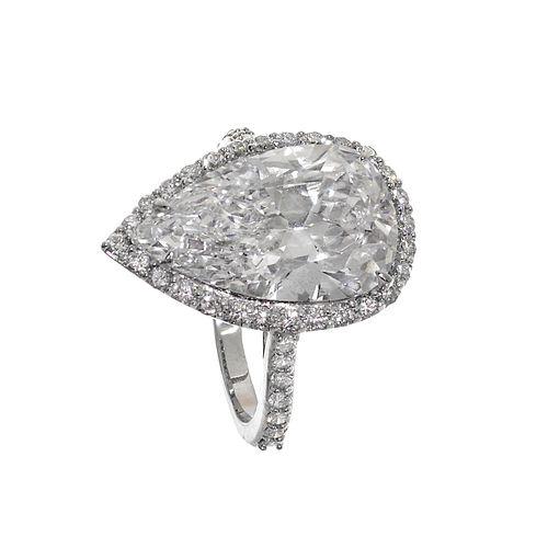 Ring in 18kt white gold.