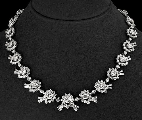 Exceptional choker in 18 kt white gold. With 357 diamonds