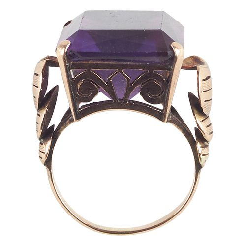 14K Yellow Gold Amethyst Fashion Ring