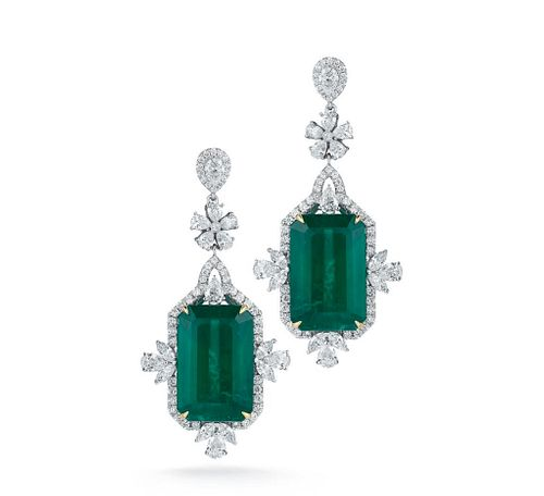 MAGNIFICENT EMERALD AND DIAMOND EARRING