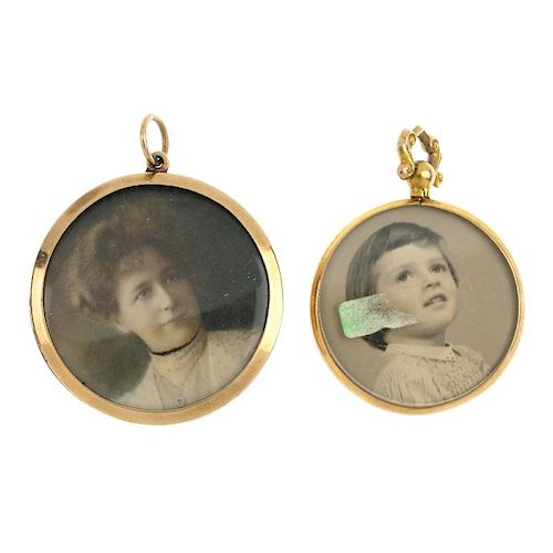 Four early 20th century photographic lockets. To include three double-sided lockets, together with a
