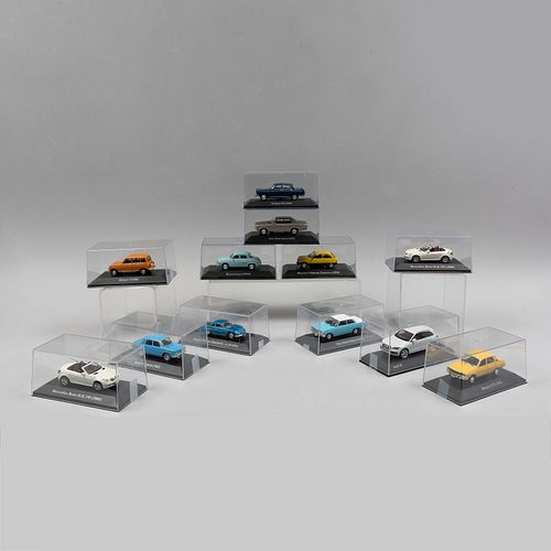 Lote de autos clásicos franceses y alemanes a escala. SXX. Elaborados en metal fundido policromado con capelos de acrílico. Piezas: 12