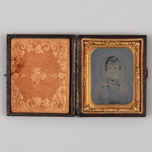 Retrato de caballero. México. SXIX. Daguerrotipo. Estuche de piel con forro de terciopelo y marco dorado. 6.3 x 5 cm