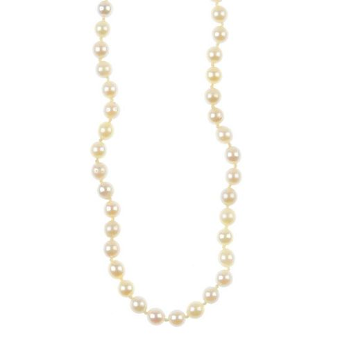 A cultured pearl single-row necklace with 9ct gold clasp. Comprising sixty-nine cultured pearls, mea