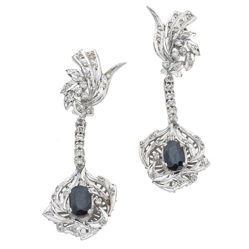 Par de aretes vintage con zafiros y diamantes en pata paladio. 2 zafiros corte oval de 2.00 ct. 60 diamantes corte 8 x 8.