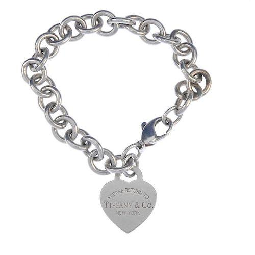 TIFFANY & CO. - a 'Return to Tiffany & Co.' bracelet. The heart-shape silver 'Return to Tiffany' pla