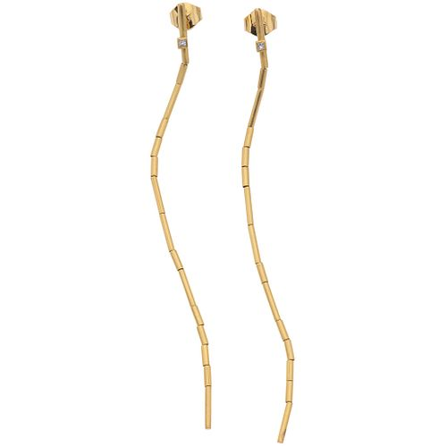 PAIR OF EARRINGS WITH DIAMONDS IN 18K YELLOW GOLD, H.STERN Princess cut diamonds ~0.04 ct. Weight: 7.9 g