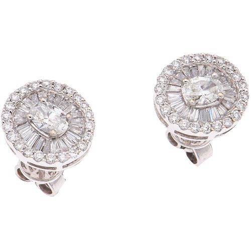 PAIR OF STUD EARRINGS WITH DIAMONDS IN 18K WHITE GOLD 2 Oval cut diamonds ~0.44 ct Clarity: VS2-SI1, different cut diamonds