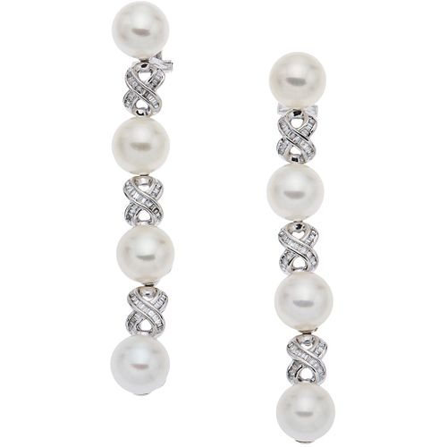 PAIR OF EARRINGS WITH CULTURED PEARLS AND DIAMONDS IN 14K WHITE GOLD Cream colored pearls and trapezoid baguette cut diamonds