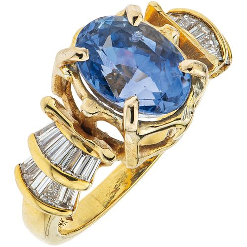 RING WITH SAPPHIRE AND DIAMONDS IN 14K AND 10K YELLOW GOLD 1 Oval cut sapphire ~5.27 ct and Baguette cut diamonds ~0.50 ct