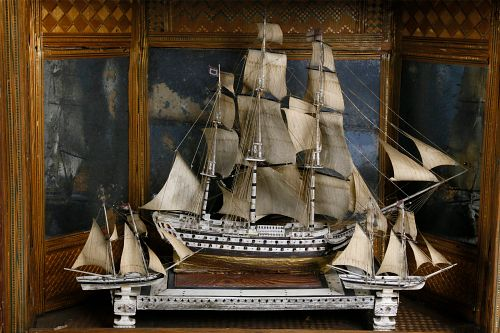 French Prisoner of War Bone Ship Model in Straw Marquetry Case, 18th Century
