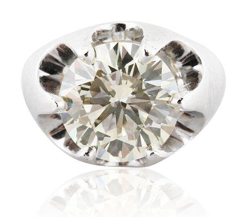 A 8.95 CT ROUND BRILLIANT CUT DIAMOND RING
