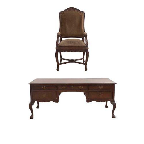 Escritorio y sillón. SXX. Talla en madera. Uno estilo Chippendale con 5 cajones y otro con respaldo y asiento en tapicería.