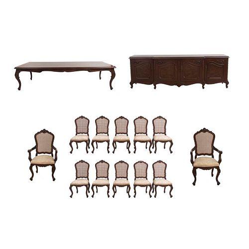 Comedor. SXX. Elaborado en madera tallada y enchapada. Consta de: Mesa, 10 sillas, trinchador y par de sillones. Piezas: 14